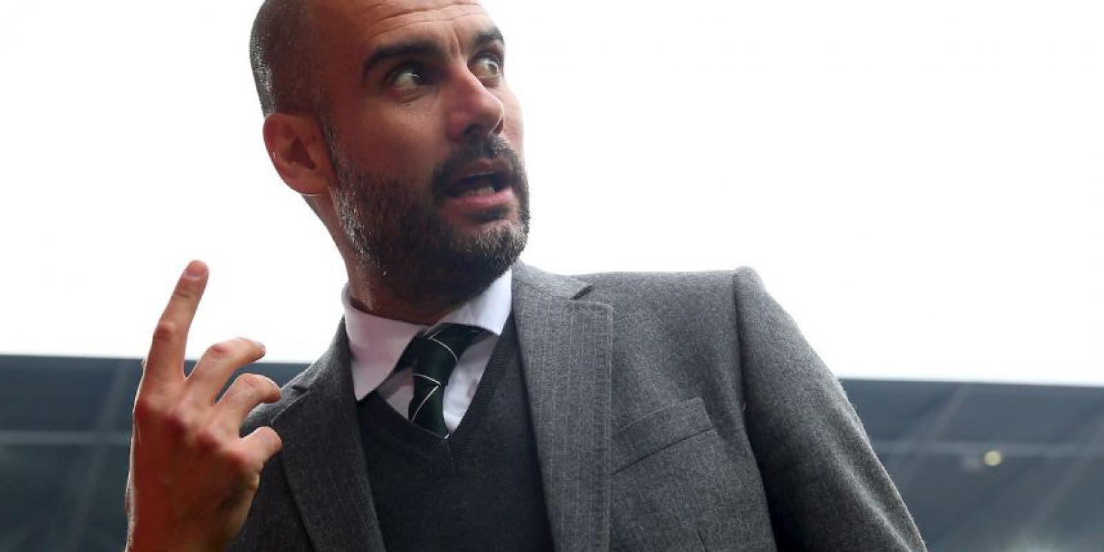 El entrenador trató de controlar sus emociones practicando otro deporte. Sí, con la pelota de fútbol se puso a jugar básquetbol. Foto:Getty Images