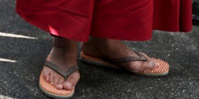Condenan a seis meses de prisión una madre que le pegó a su hijo con una sandalia