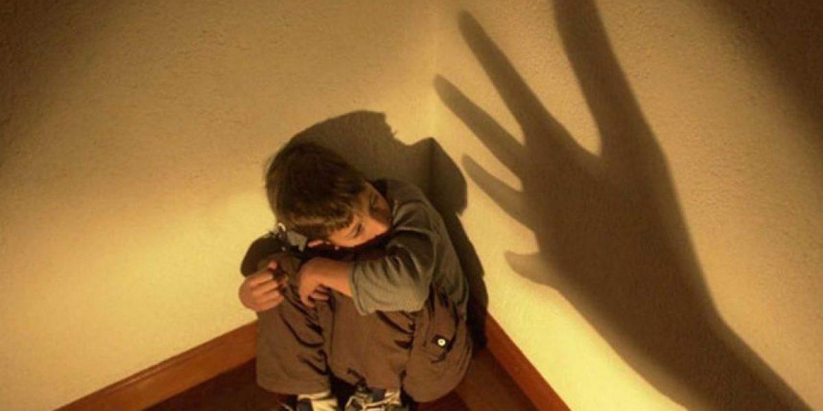 VIDEO: !Indignante! Hombre golpea tan fuerte a niño que logra tirarlo al piso en plena tienda