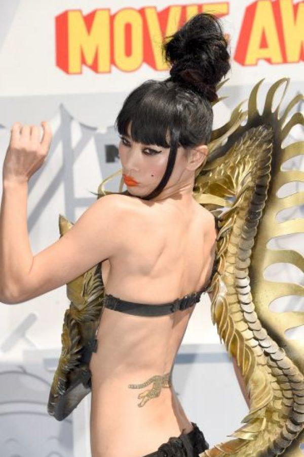 El dragón que posaba sobre su cuerpo fue sumamente llamativo Foto:AFP
