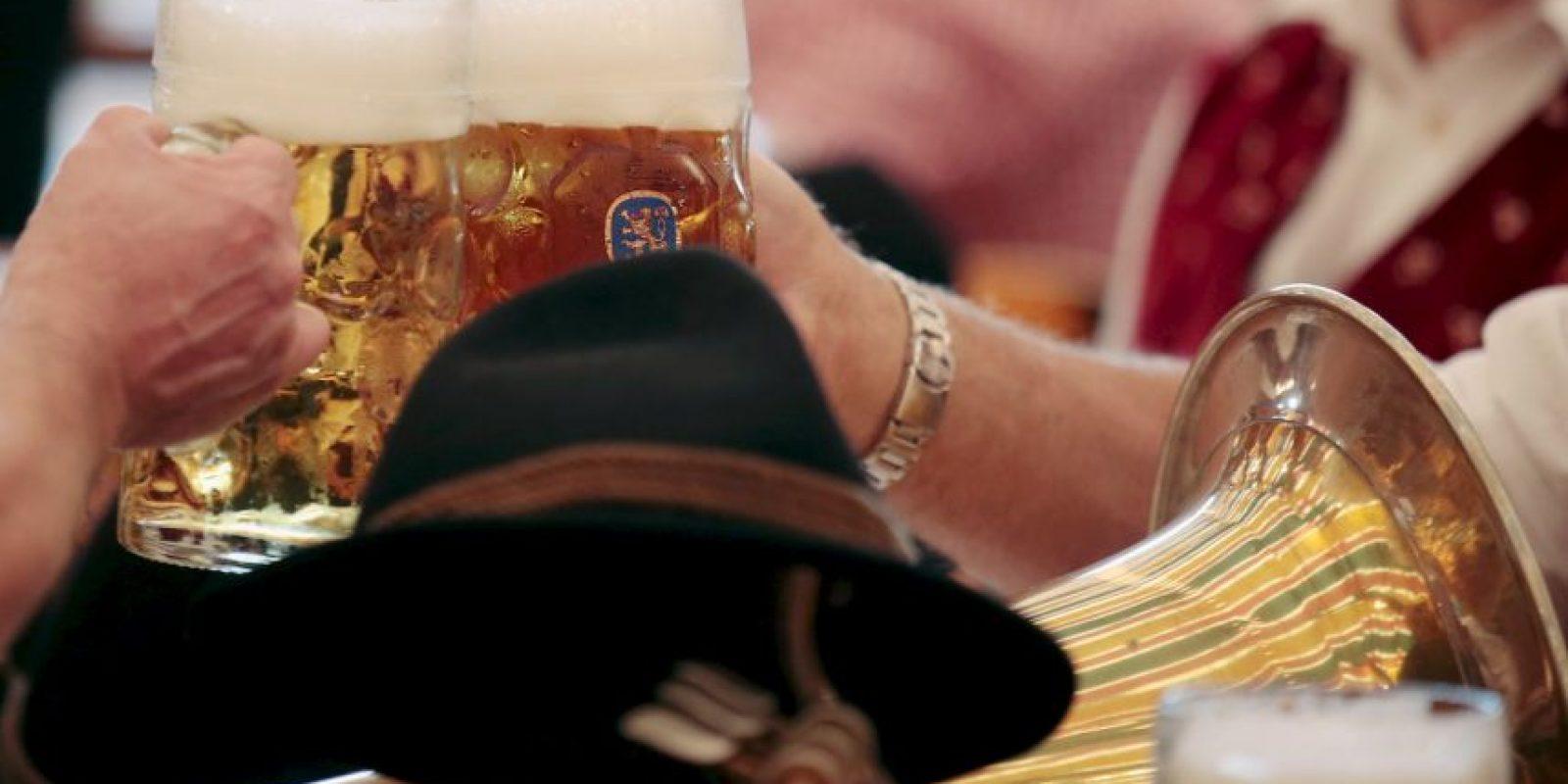 7. El alcohol produce que los vasos sanguíneos se dilaten, lo que se puede traducir en dolores de cabeza Foto:Getty Images