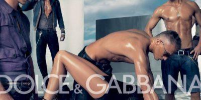 Dolce & Gabbana sacó esta campaña en 2007. La gente se quejó por apología a la violencia de género Foto:Dolce & Gabbana