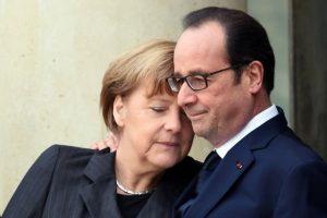 """A principios de este año, después del ataque al semanario """"Charlie Hebdo"""", se tomó esta imagen del mandatario francés y la canciller alemana Foto:AFP"""