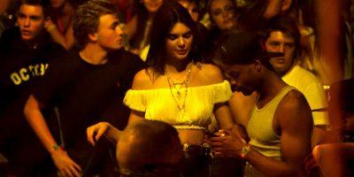 La pelea entre las famosas es el noviazgo que su hermana menor, Kylie, tiene con el reparto Tyga Foto:Getty Images