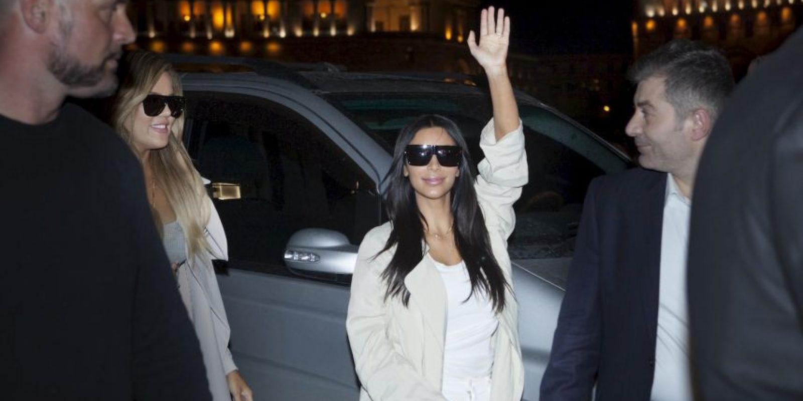 Kim y Khloé Kardashian visitaron Armenia con motivo de los cien años del Genocidio del pueblo Armenio Foto:AP