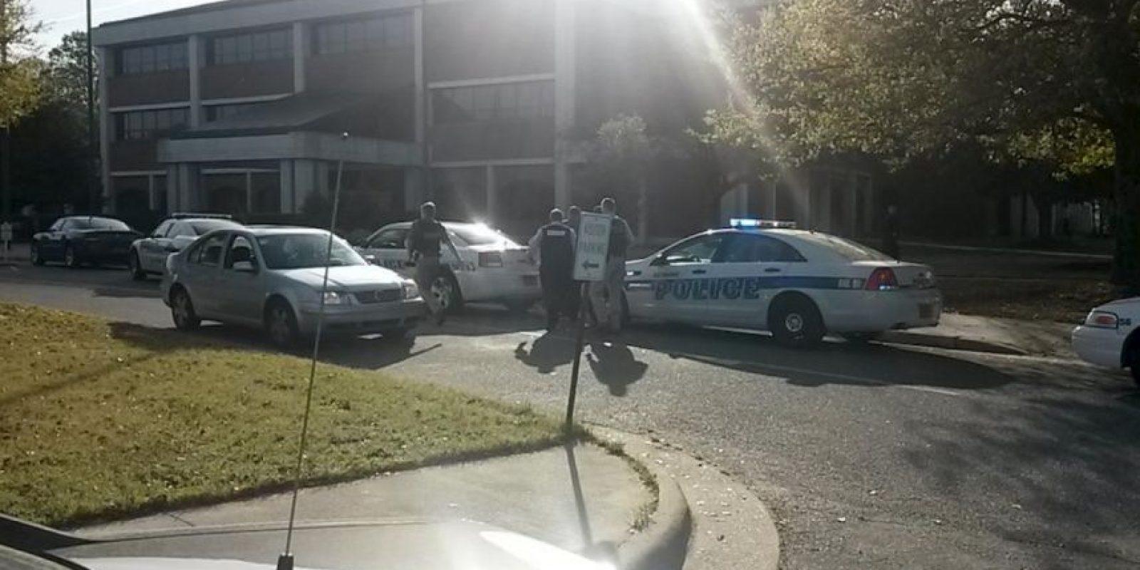 Las autoridades cerraron el campus Foto:Vía Twitter @NewArgusCops
