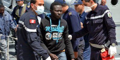 Al menos 400 muertos por naufragio de migrantes en Italia