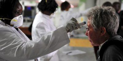 7. Los estudiantes se tienen que someter a medidas de higiene para evitar algún brote de la enfermedad. Foto:AFP
