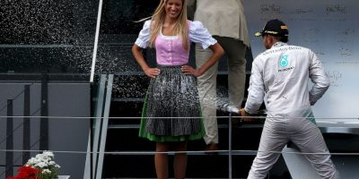 """No es la primera vez que el británico """"baña"""" a modelos durante una celebración. Foto:Getty Images"""