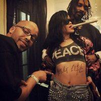 Esta no es la primera vez que la cantante aparece en las redes sociales consumiendo drogas. Foto:Vía Instagram.com/badgalriri