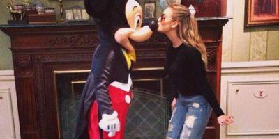 Mickey Mouse visitó a la pareja en su habitación Foto:Instagram/perrieeele
