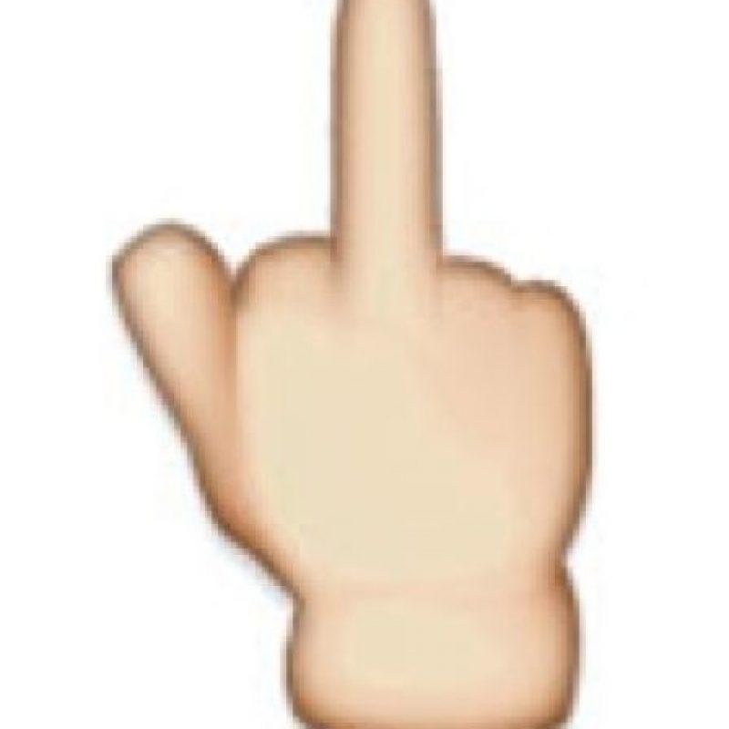 Dedo medio – Seña obscena realizada con el dedo medio de la mano. Foto:Twitter