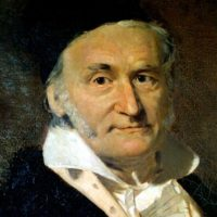 """Carl Friedrich Gauss. Considerado """"el príncipe de las matemáticas"""". Su trabajo """"Disquisitiones arithmeticae"""" es un tratado de la teoría de números en el que se sintetiza y perfecciona todo el trabajo previo en esta área. Foto:Wikimedia"""