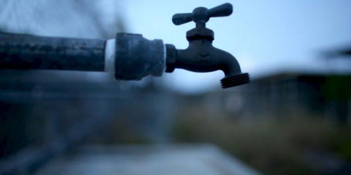 Hombre fue a prisión por... recoger agua de lluvia