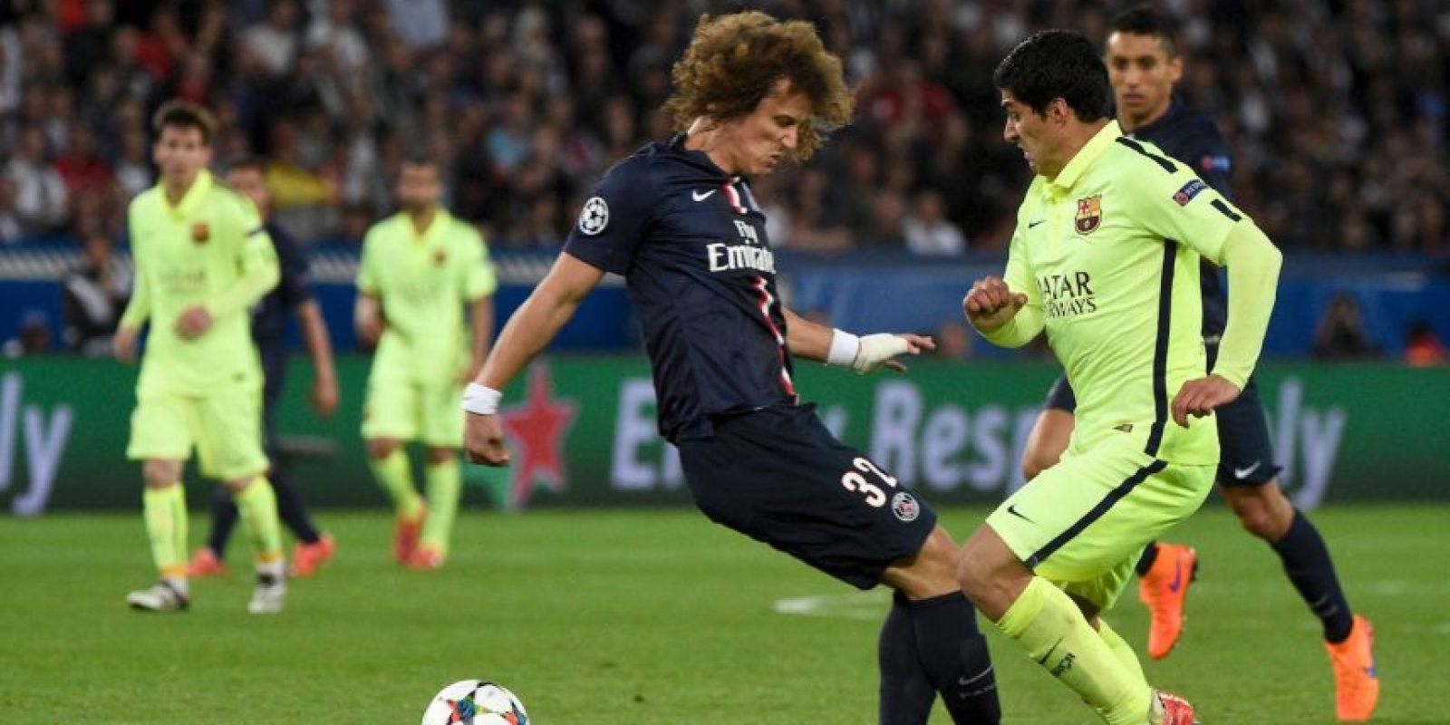 David Luiz la pasó muy mal en el partido ante el Barcelona. Foto:AFP