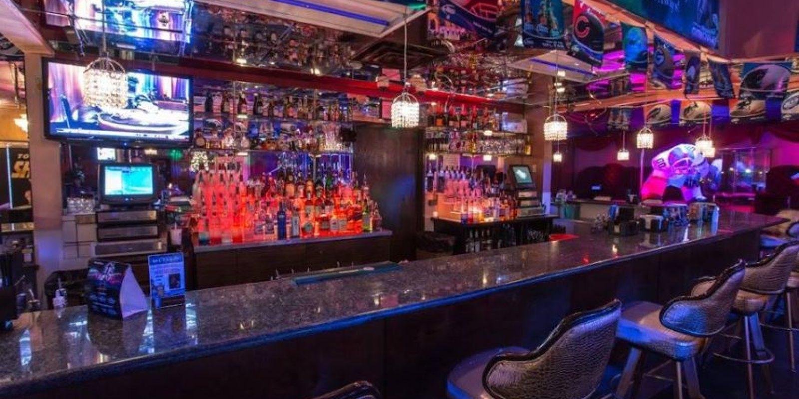 """El """"Deja Vu Showgirls Las Vegas"""" se despide anunciando que el día del evento las bebidas y las botellas mantendrán su precio regular de 3 y 69 dólares respectivamente. Foto:Vía facebook.com/dejavushowgirlsvegas"""