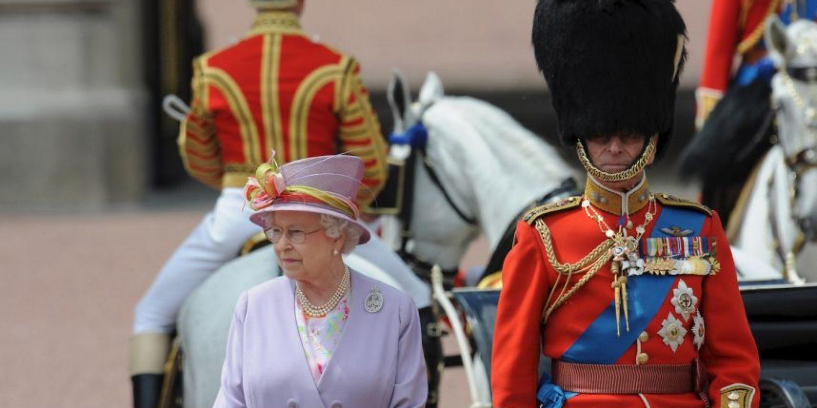 El cambio de guardia se celebra en la entrada principal del palacio de Buckingham Foto:Getty Images