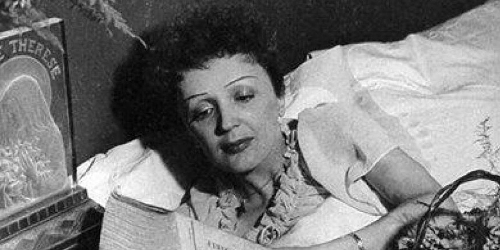 Cerdan murió cuando el avión en el que viajaba de París a Nueva York se estrelló. Hundida por el dolor, Édith comenzó a consumir morfina. Foto:Vía Facebook.com/edithpiafofficie