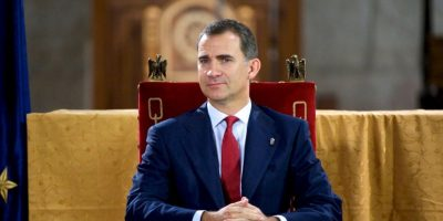 "Líder opositor regala copia de ""Game of Thrones"" al rey Felipe VI"
