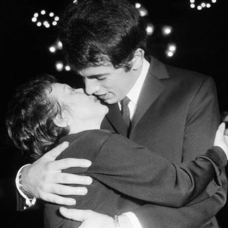 """Dos años después de lanzar su éxito """"La Vie en Rose"""" se enamoró al boxeador Marcel Cerdan. Foto:Vía Facebook.com/edithpiafofficie"""