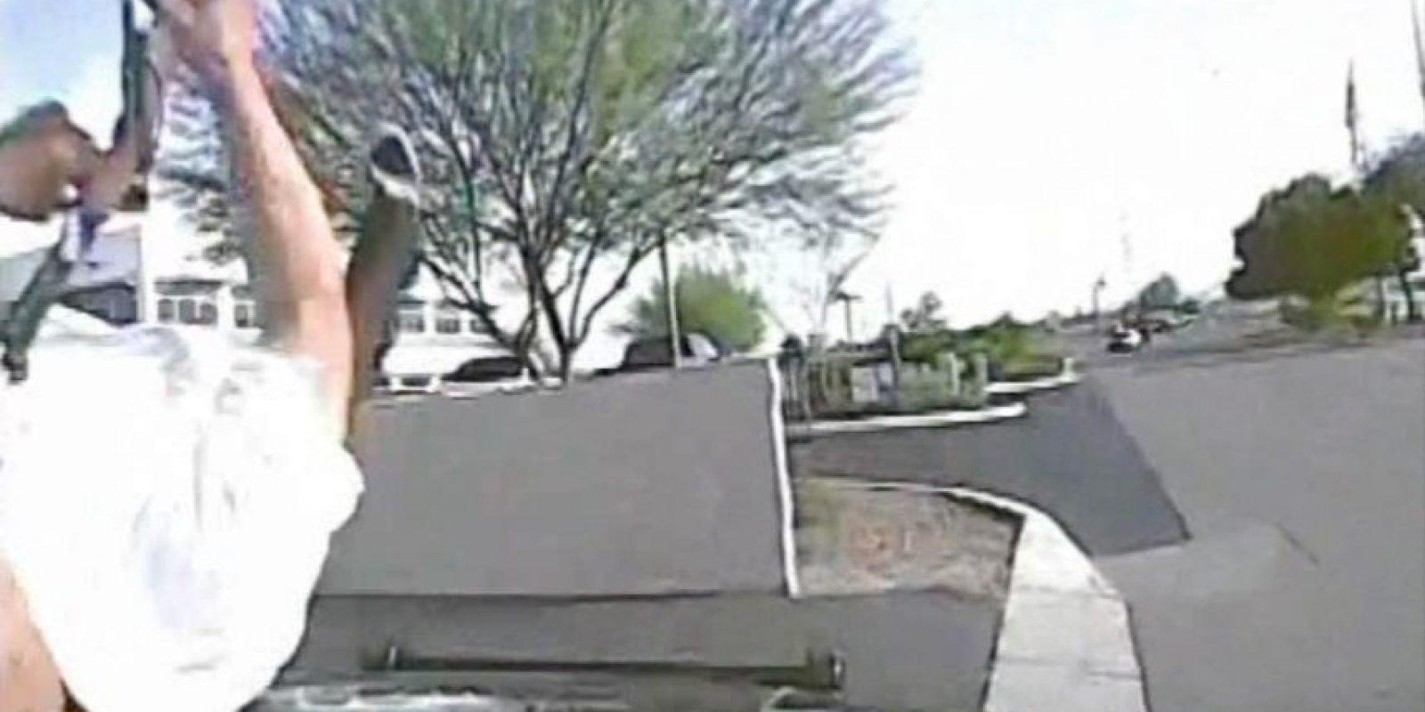 Valencia robó una tienda, incendió una iglesia, entró a una residencia donde robó un auto y luego robó un rifle. Foto:AP