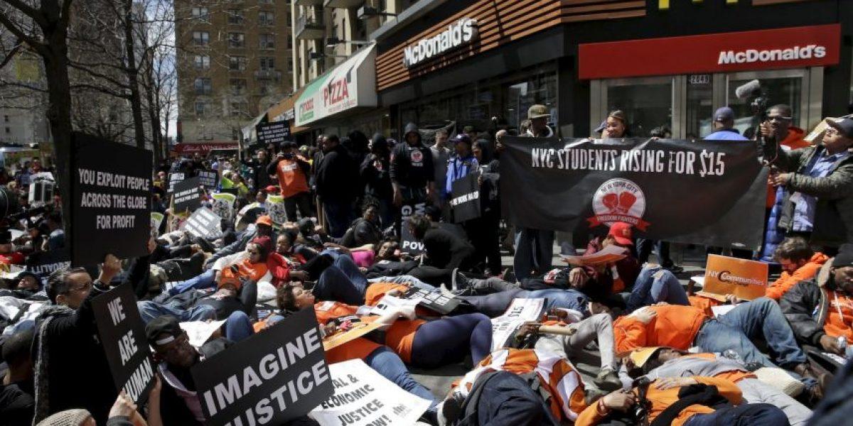 Trabajadores de comida rápida en Estados Unidos protestan por mejores salarios