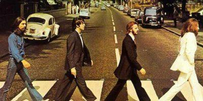 Esta es la icónica portada del disco Abbey Road de The Beatles. Fue tomada en la calle del mismo nombre. Foto:Getty Images