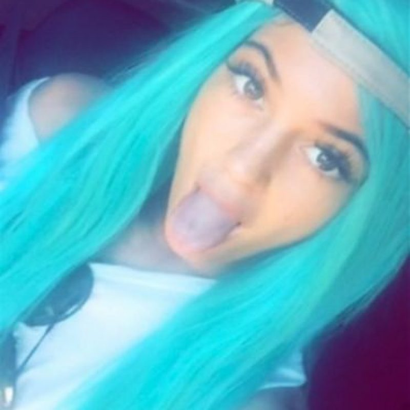 Hace apenas unos días, Kylie Jenner nos sorprendió con un cabello totalmente azul Foto:Snapchat/kyliejenner