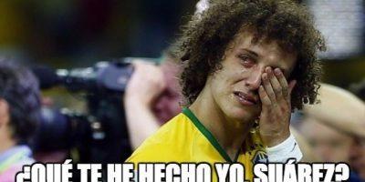 … Pero sobre todo al brasileño David Luiz. Foto:Vía memedeportes.com