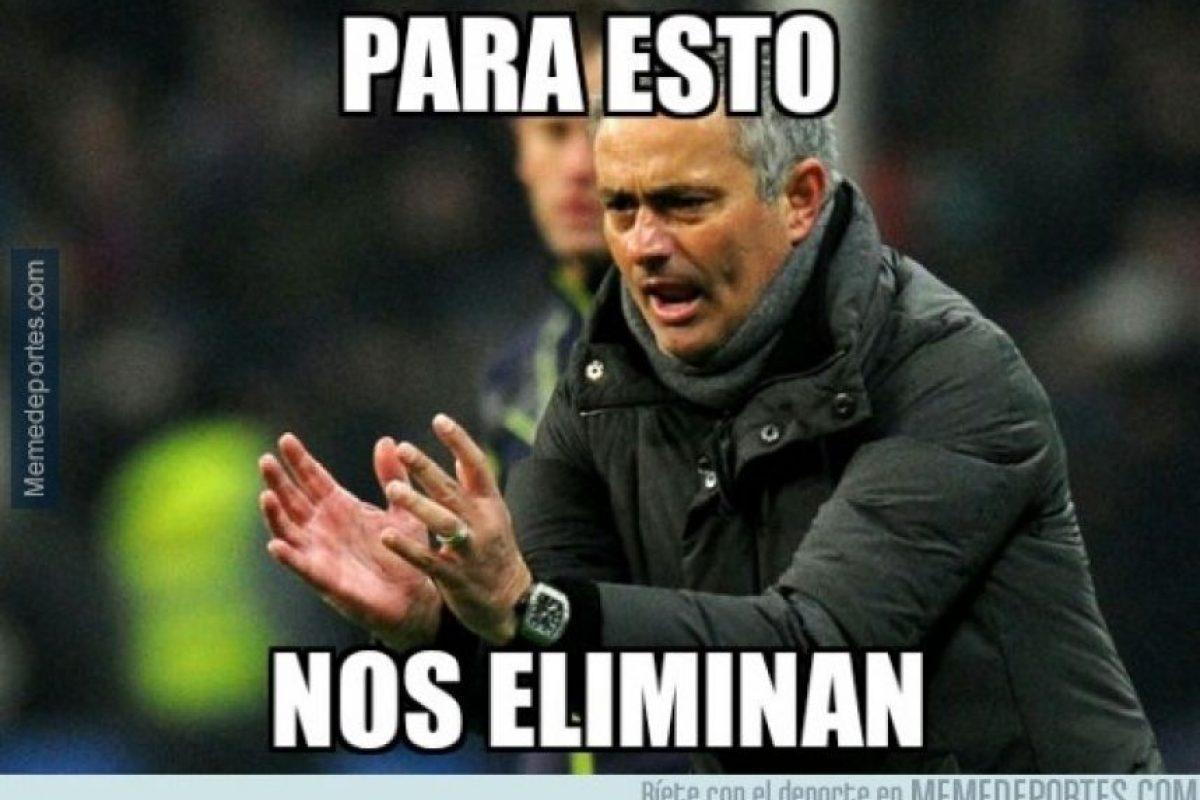 """A Mourinho le molestó el """"papelón"""" del PSG ante el Barça, sobre todo porque los parisinos eliminaron a su Chelsea. Foto:Vía memedeportes.com"""