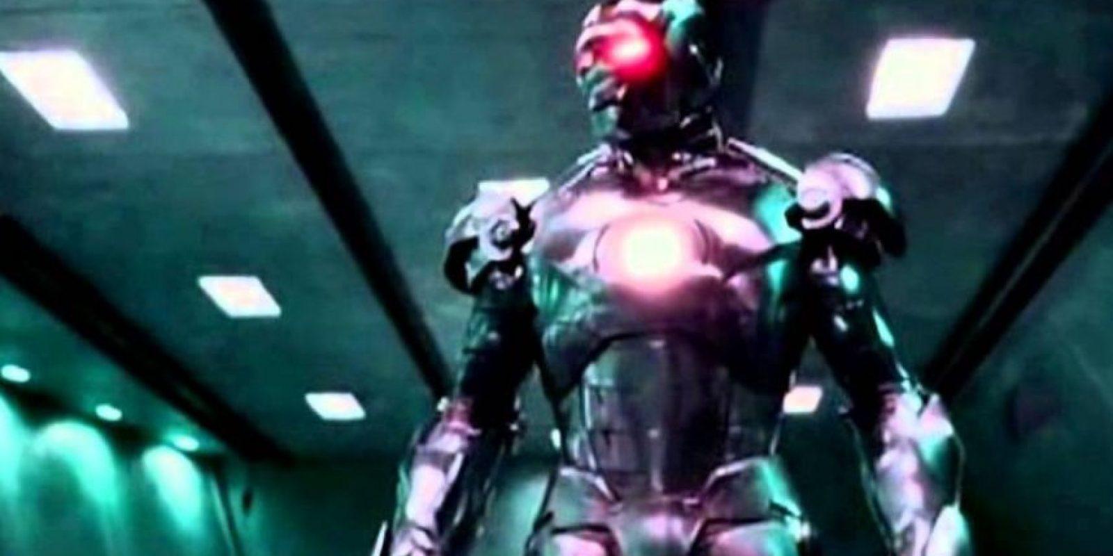 """Ultrón fue creado por Henry Pym y está hecho de Adamantium. Sus poderes son: niveles sobrehumanos de fuerza, velocidad, resistencia, durabilidad y reflejos; vuelo a velocidades subsónicas; varias armas ofensivas como rayos concusivos de energía (encéfalo-rayo), disparados de sus manos y sus sensores ópticos, además de un """"rayo encefalopático"""", el cual sitúa a sus víctimas en un estado de coma semejante a la muerte. Foto:vía Marvel"""