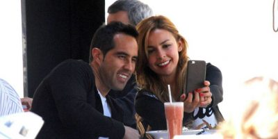 """Claudio Bravo festeja cumpleaños tomándose """"selfies"""" con su esposa"""