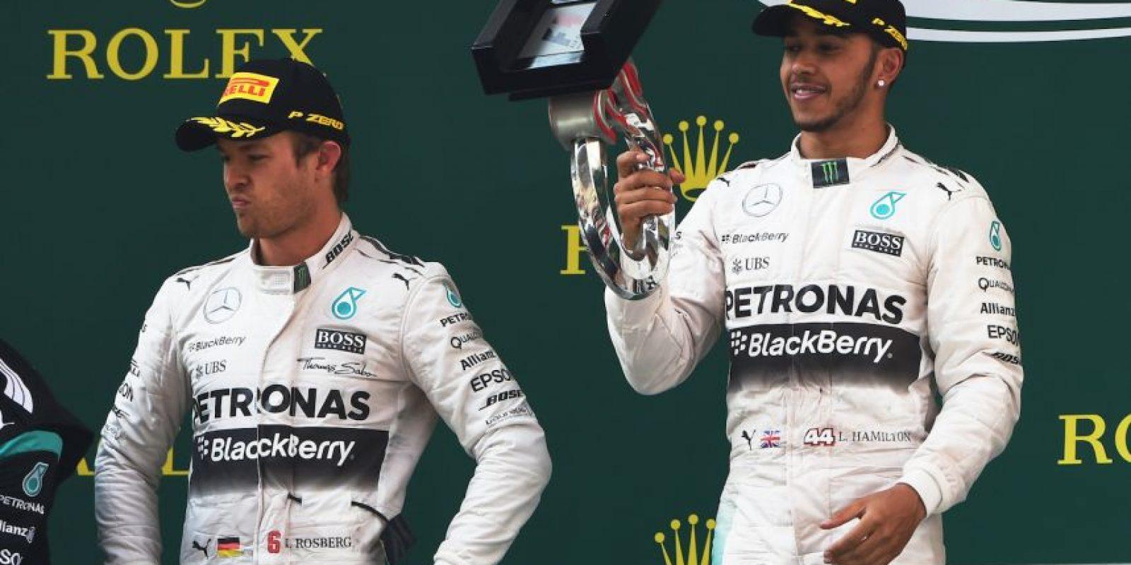 """Hace tiempo Nico Rosberg y Lewis Hamilton tenían una relación amistosa, hoy son grandes """"enemigos"""" que compiten dentro y fuera de los circuitos desde hace un año. Foto:AFP"""