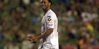 Ronaldinho llegó al fútbol mexicano en septiembre de 2014 cuando fichó con los Gallos Blancos de Querétaro. Foto:Vía facebook.com/clubqueretaro