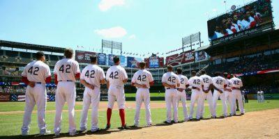 """Se probó con los Red Sox de Boston, pero salió humillado tras varios insultos racistas que recibió. Entonces, Branch Rickey, presidente de los Dodgers de Brooklyn, invitó a Jackie para incorporarse a su equipo, también de la """"liga de los blancos"""". Foto:Getty Images"""