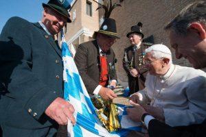 Firmó banderas del estado federal de Baviera. Foto:AFP