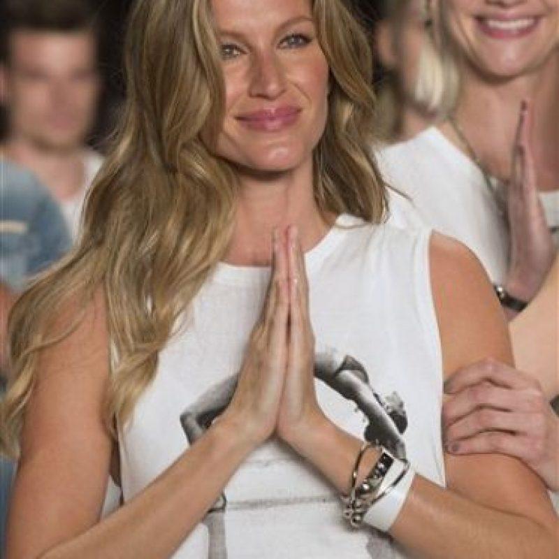 Fue acompañada por varias top,como Carol Ribeiro y Fernanda Tavares Foto:vía AP