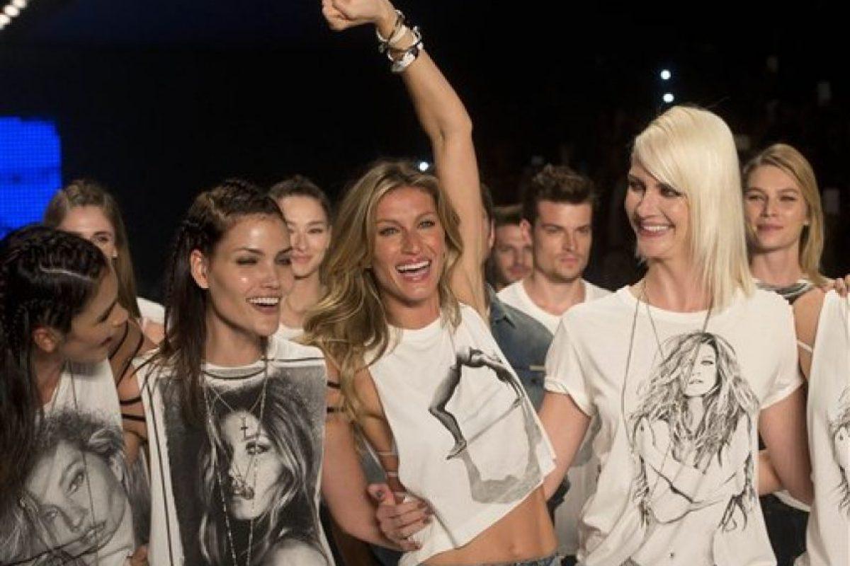 La modelo estuvo acompañada de su familia. Foto:vía AP
