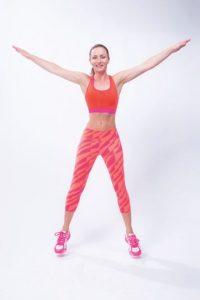 Un ejercicio de cardio que también fortalece los músculos. Saltar por dos minutos de una posición normal a la posición transversal Foto:Cortesía