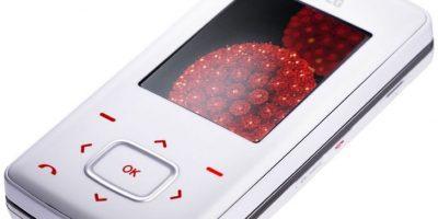 Lanzado en 2006, se podía responder llamadas desde su comando central sin necesidad de sacar el teclado, su cámara era de 1.3 megapixeles y 128MB de memoria interna. Foto:LG