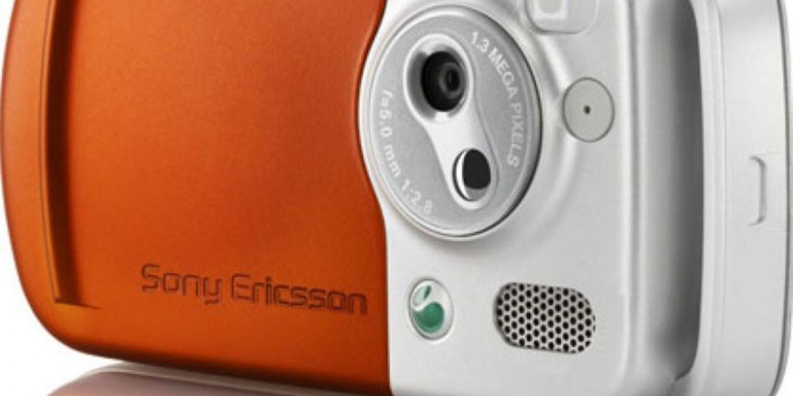 Lanzado en 2005, su principal atractivo era la calidad de sonido de sus altavoces, con los cuales podían reproducir la música que guardaban en su memoria de 256MB y, además, tenía una cámara de 1.3 megapixeles. Foto:Sony