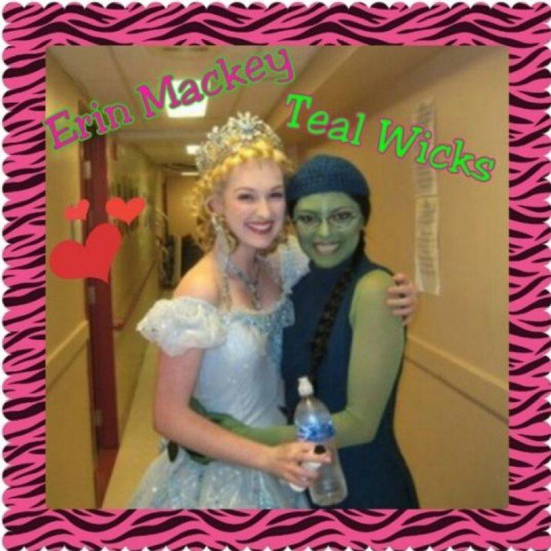 """Uno de los papeles más importantes en la carrera de Mackey es el de la bruja """"Glenda"""" del musical """"Wicked"""", que narra la historias de las brujas de """"El Mago de Oz"""" Foto:Vía Instagram.com/Broadwayfanswicked"""