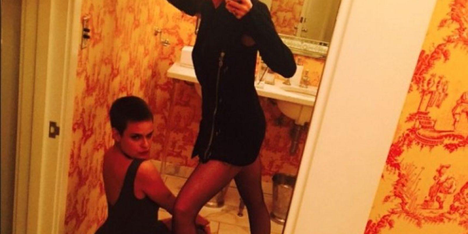 Tallulah y Miley y su selfie en el baño Foto:Instagram/mileycyrus