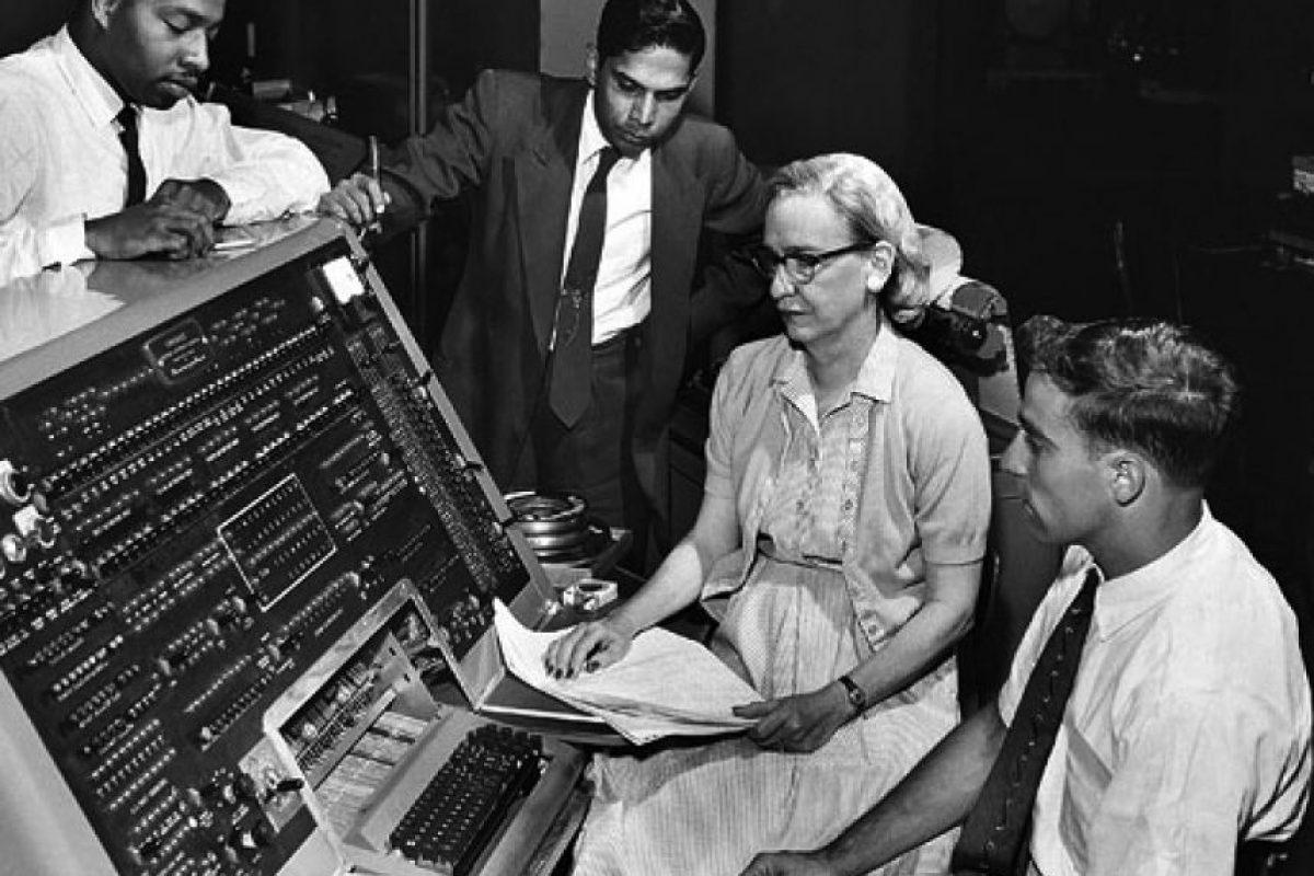 """Grace Murray Hopper. Fue una científica de la computación y también una militar estadounidense, considerada una pionera en el mundo de las ciencias de la computación. Utilizó el """"Mark I"""" y desarrolló el primer compilador para un lenguaje de programación. También propició métodos de validación. Foto:Wikicommons"""