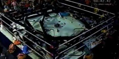 Iban parejos, hasta que la lámpara del ring cayó sobre ellos y los mató a todos. Foto:vía MTV