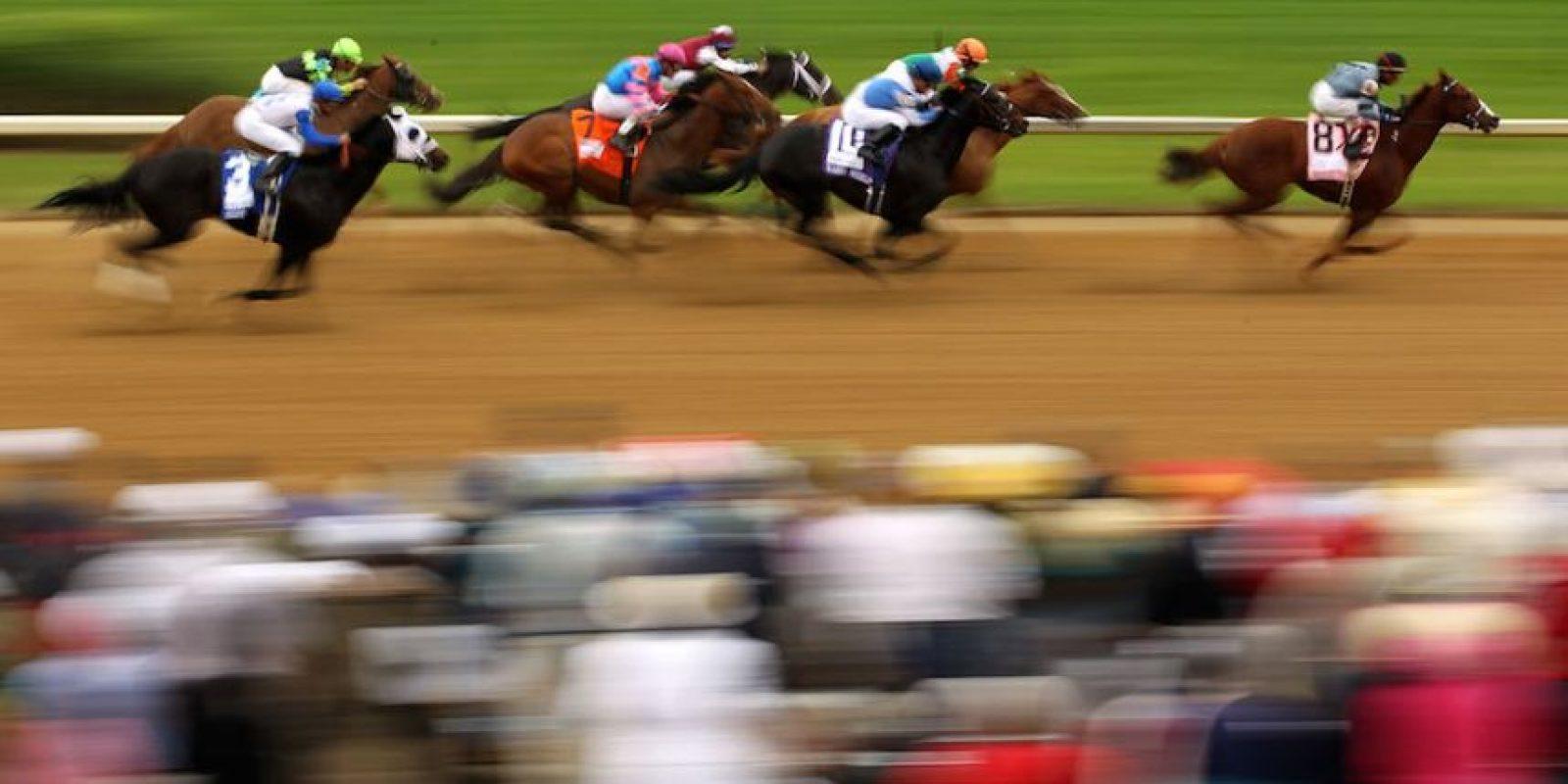 La popular carrera de caballos pedirá a los portadores que los tiren a la basura. Foto:Getty Images