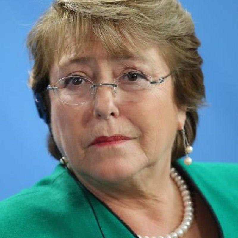 """De acuerdo al portal """"Emol"""", la presidenta de Chile gusta comer cazuela y mariscos. Foto:Getty Images"""