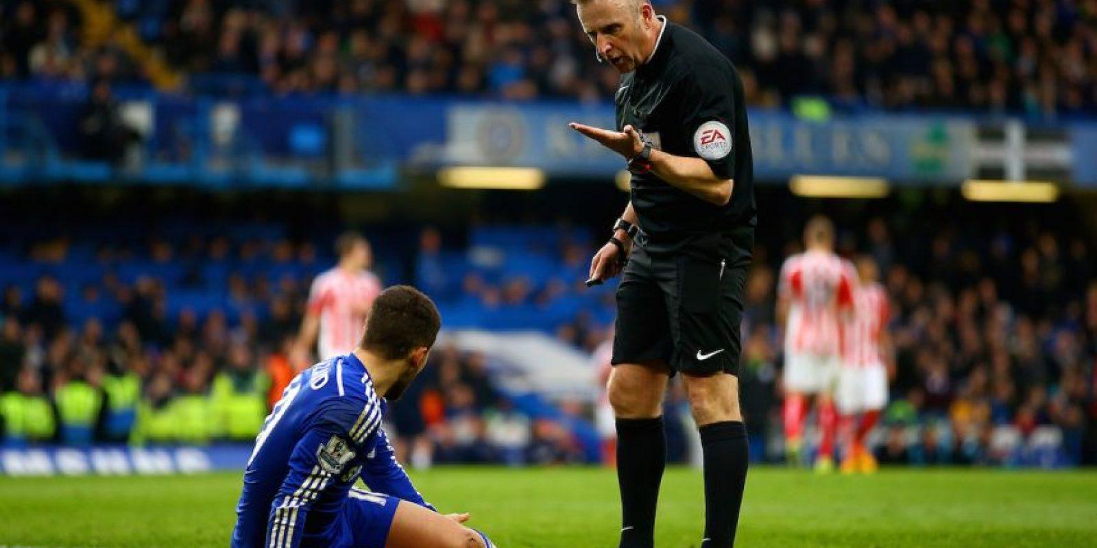 Al igual que su mediático entrenador, los jugadores del Chelsea suelen reclamar airadamente las decisiones arbitrales. Foto:Getty Images