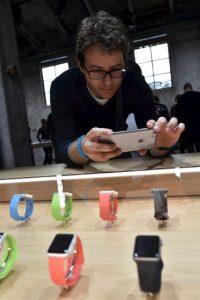 Una vez descargados los juegos, pueden utilizarlos en el reloj sin conectarse a la red. Foto:Getty Images