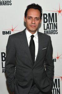 """""""Estoy que me caigo"""", mencionó el artista en el escenario de """"Sábado Gigante"""". Foto:Getty Images"""